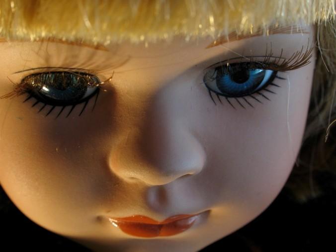 Doll glass eyes